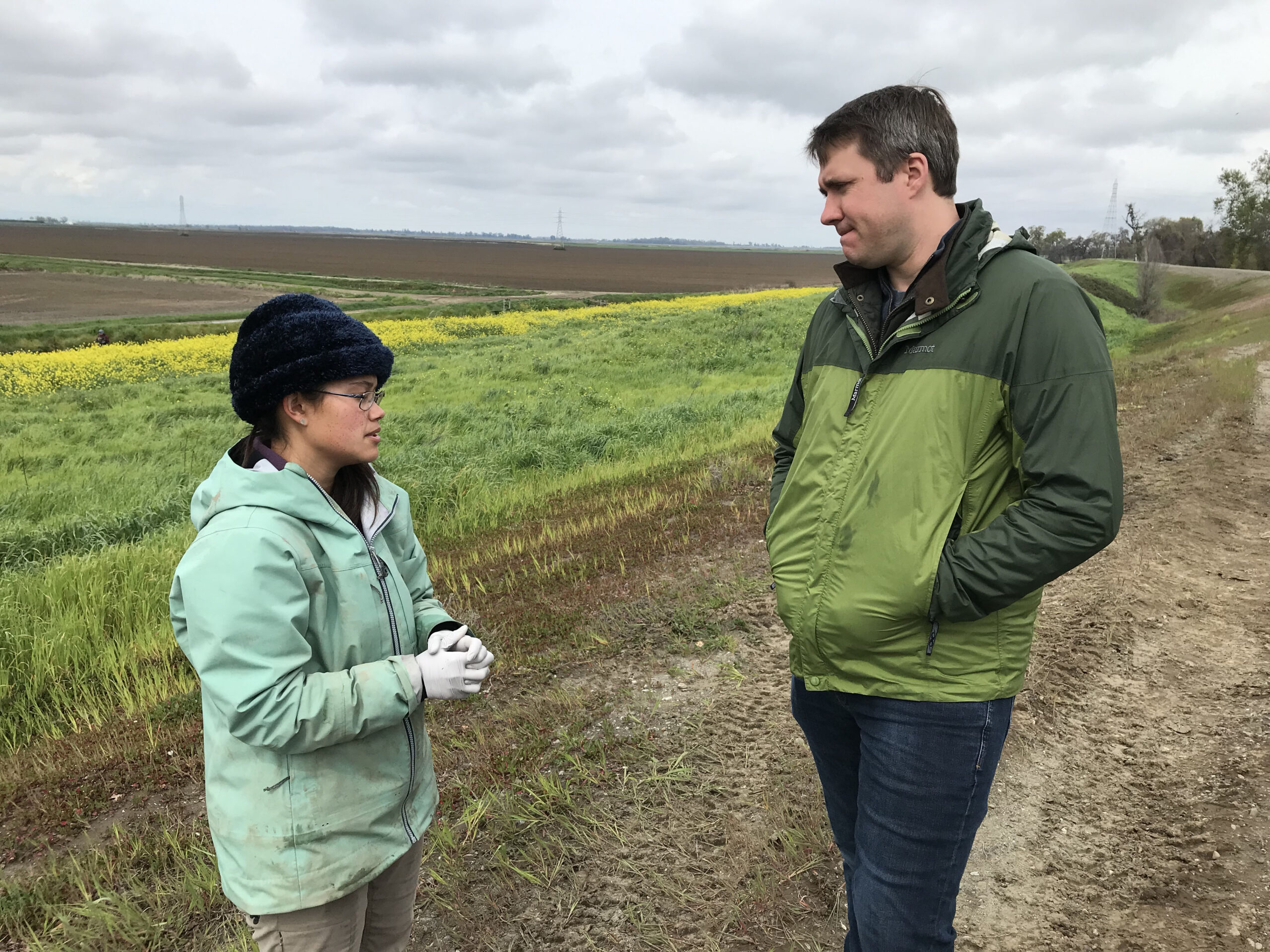 UC Davis Professor Andrew Rypel and Rachelle Tallman (UC Davis) confer about the day's JSAT tagging activities